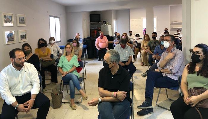 Asistentes a la constitución del grupo de apoyo a Juan Espadas.