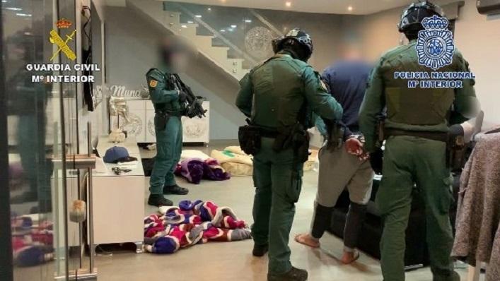 Una imagen de la intervención difundida por la Guardia Civil