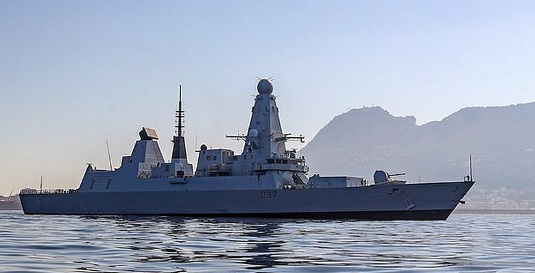 El HMS Duncan, en las aguas que rodean al Peñón