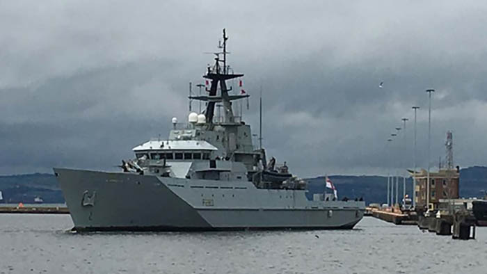 El HMS Mersey, saliendo de puerto. Foto Royal Navy