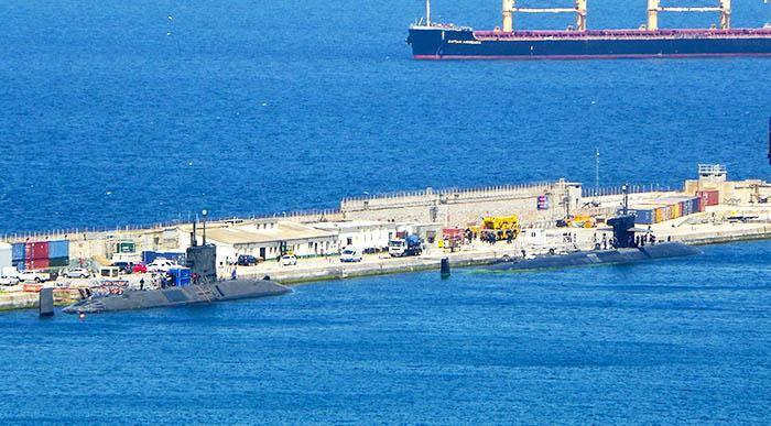 Este año coincidieron dos submarinos nucleares en Gibraltar, el HMS Talent y el USS Olympia. Foto NG