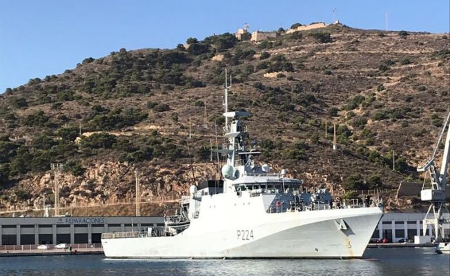 El 'HMS Trent', a su entrada en el puerto de Cartagena, esta mañana. Foto Embajada del Reino Unido