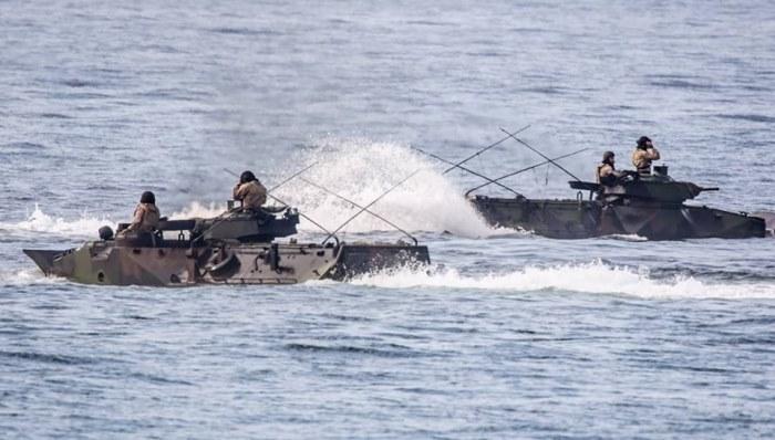Vehículos de asalto anfibio, de ejercicios en las proximidades de la base de Rota. Foto CG Flota