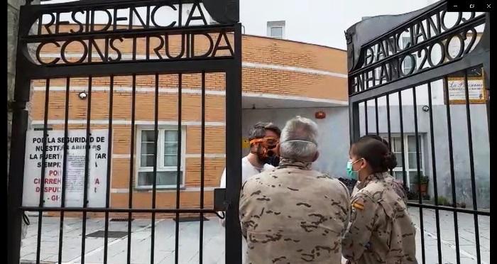 Elementos santiarios de Infantería de Marina, en la Residencia de Ancianos de Alcalá del Valle. Foto ORP / CG Flota