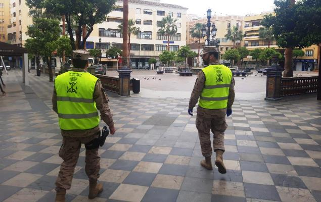 Infantes de marina, de patrulla ayer por la plaza Alta de Algeciras. Foto ORP / CG Flota