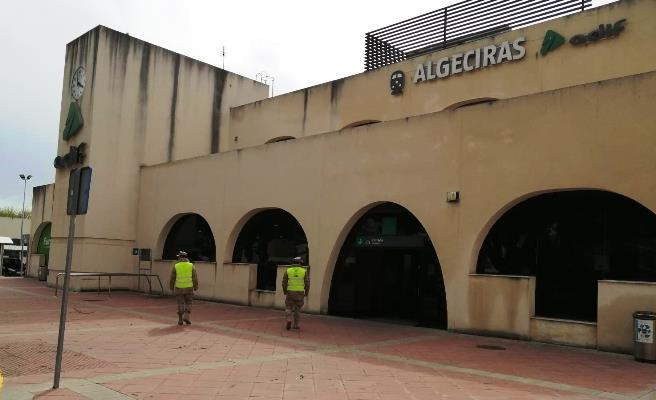 Patrulla de Infantería de Marina a las puertas de la estación de ferrocarril de Algeciras. Foto ORP / CG Flota