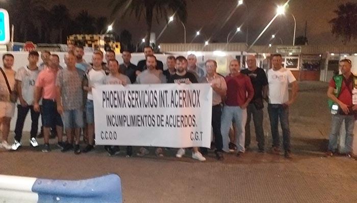 Los trabajadores, durante su protesta