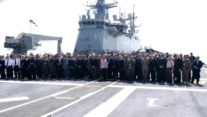 representación de políticos y militares europeos durante los ejercicios