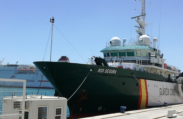 El patrullero de altura de la Guardia Civil, 'Río Segura', atracado en el puerto de Málaga. Foto LR
