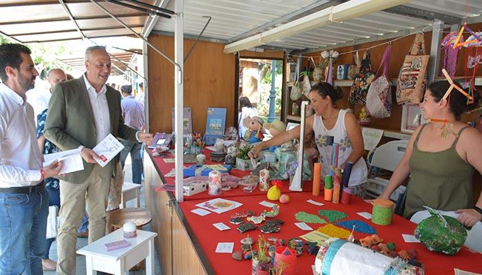 El alcalde de San Roque ha visitado los expositores