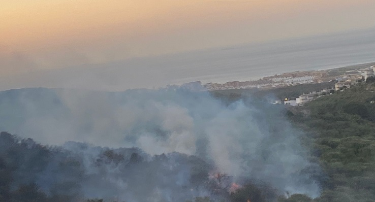 Una imagen, al amanecer, de la zona afectada por el fuego. Foto: Sergio Rodríguez