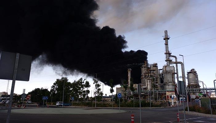 Imagen del incendio en Indorama, en San Roque