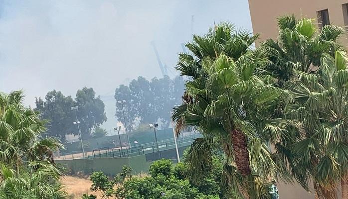 Un incendio de pastos en la zona de La Ermita en Algeciras se salda sin heridos