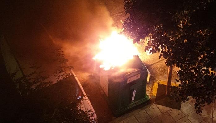 Vuelven a prender fuegos a contenedores en la avenida Fuerzas Armadas