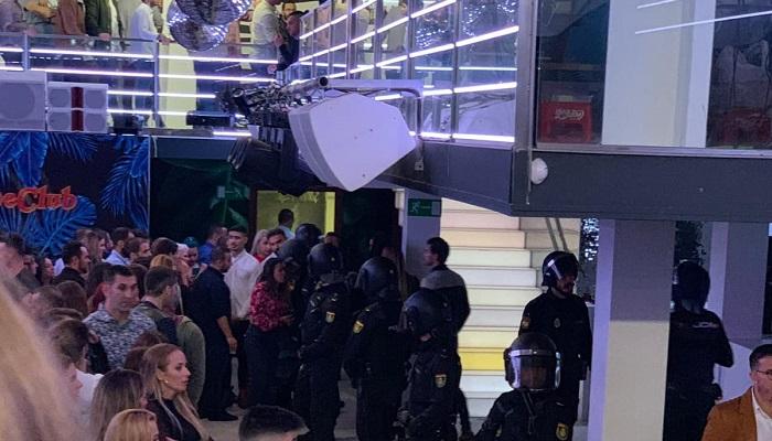 La Policía Nacional registra la discoteca Kube en Algeciras