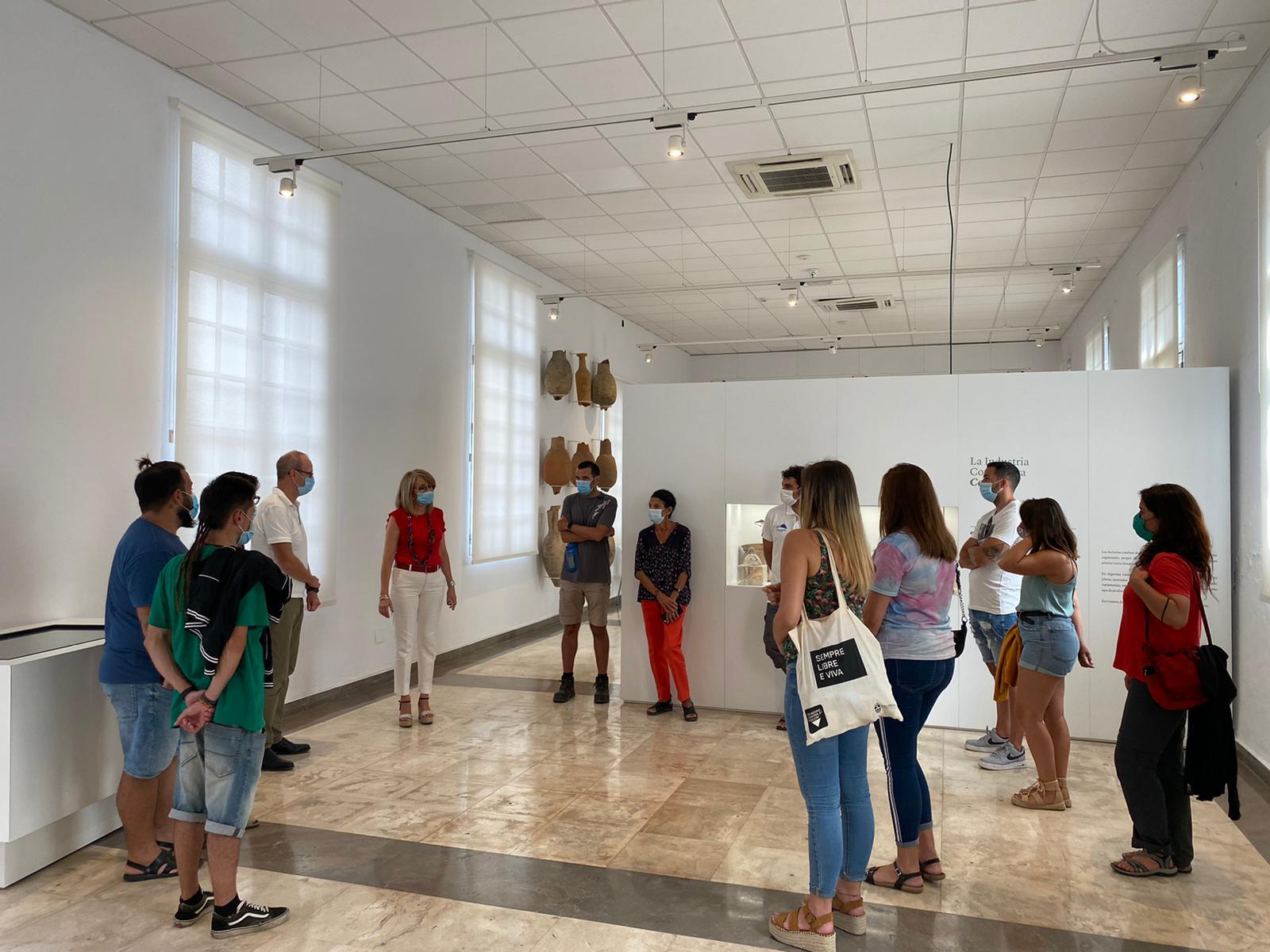 Alumnos del Máster de Arqueología Subacuática visitan el Museo Municipal