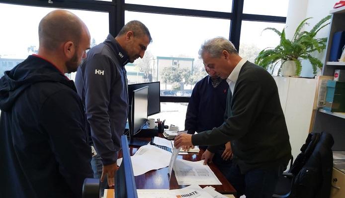 Responsables de la empresa Innate y el concejal Juan Antonio Valle