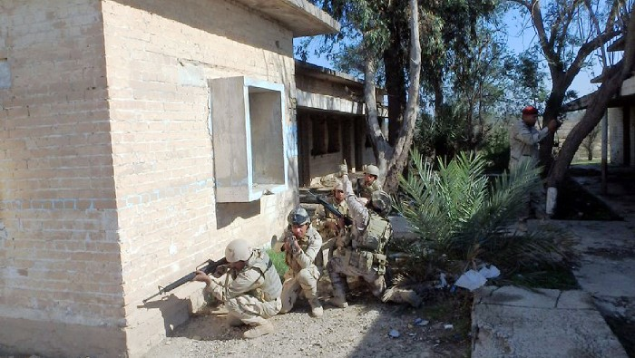 Imagen de una sesión de adiestramiento en Irak. Foto MOPS/EMAD