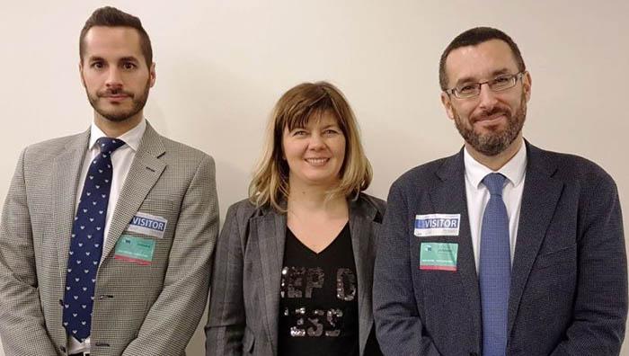 La eurodiputada Isabella de Monte, junto a la delegación linense