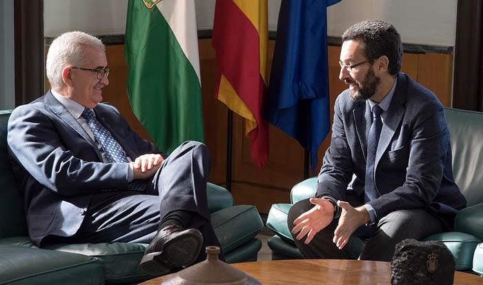 Jiménez Barrios y Juan Franco, durante la reunión de hoy en Sevilla