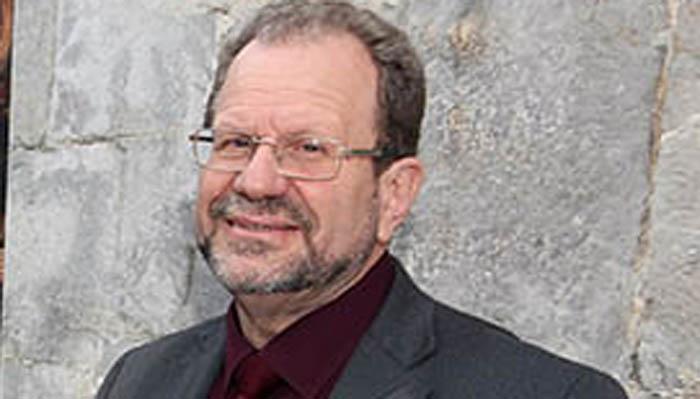 El ministro John Cortes