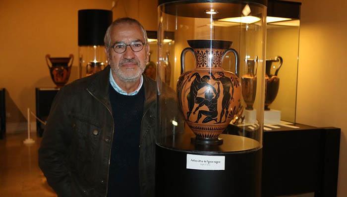 Juan Manuel Romero Medina en una de sus exposiciones