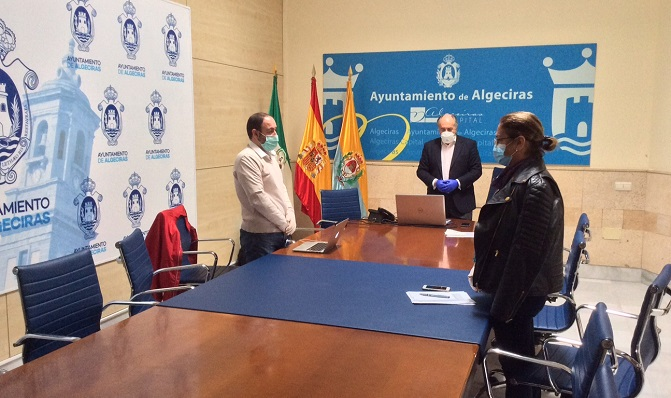 Landaluce, en una reunión reciente en relación al covid. Foto: algeciras.es