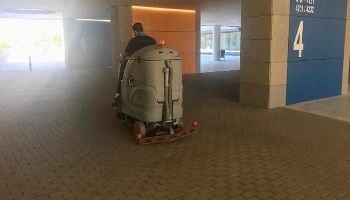 Maquinaria del servicio de limpieza en centros sanitarios del Campo de Gibraltar