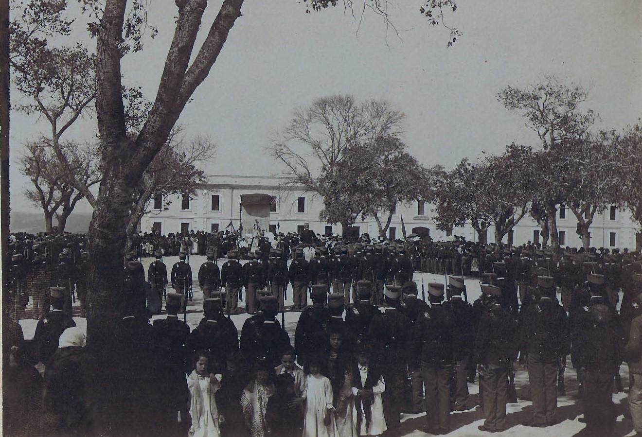 Jura de bandera en la Alameda en 1906. Foto de Pérez Gavira. Archivo Municipal de San Roque