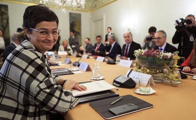 La ministra de Exteriores, Arancha González Laya, junto a políticos del Campo de Gibraltar