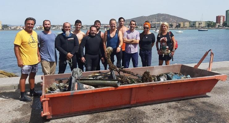 Imagen de los protagonistas de esta acción en el litoral linense