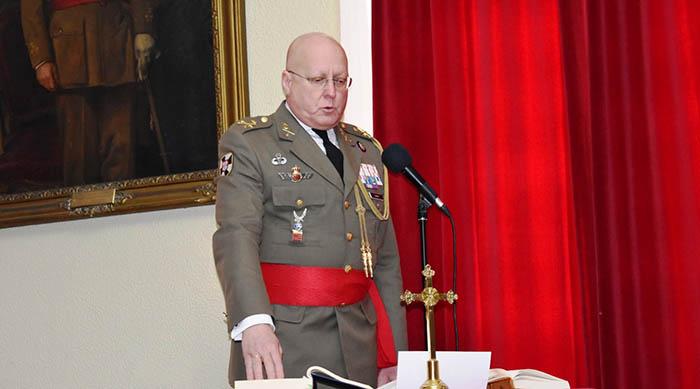 El nuevo director general, en su toma de posesión como COMGECEU