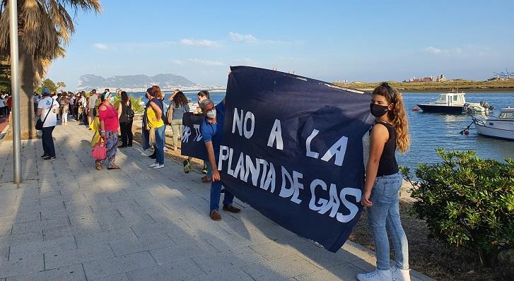 Un momento de la cadena humana en la concentración de Palmones. Foto: NG