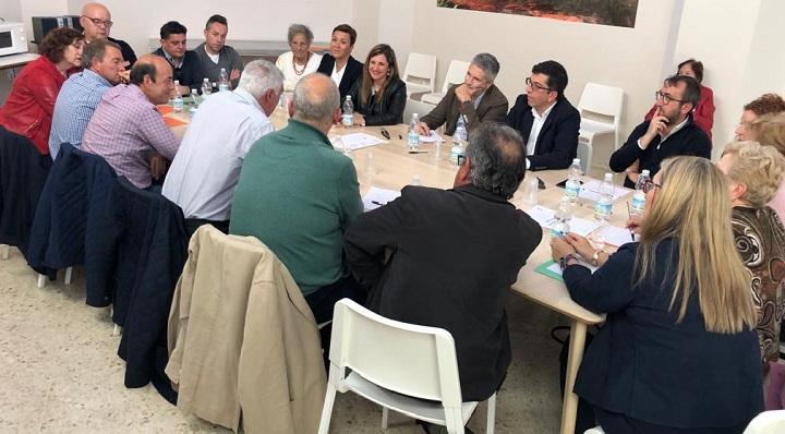 Grande-Marlaska, junto a compañeros del PSOE y colectivos antidrogas
