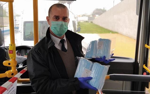 Uno de los profesionales del sector de los autobuses de La Línea