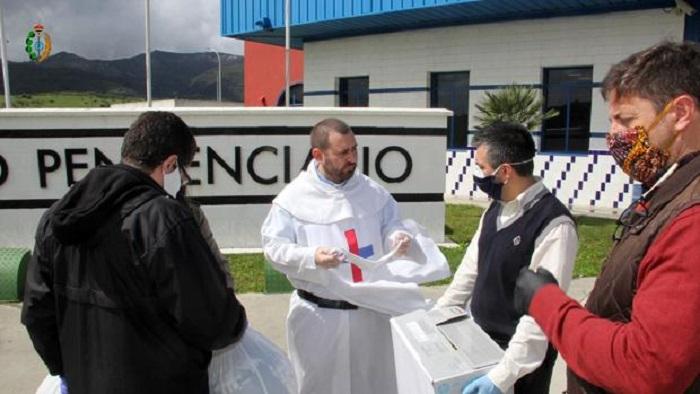 La Pastoral Penitenciaria de Algeciras lleva 2.500 máscaras a Botafuegos