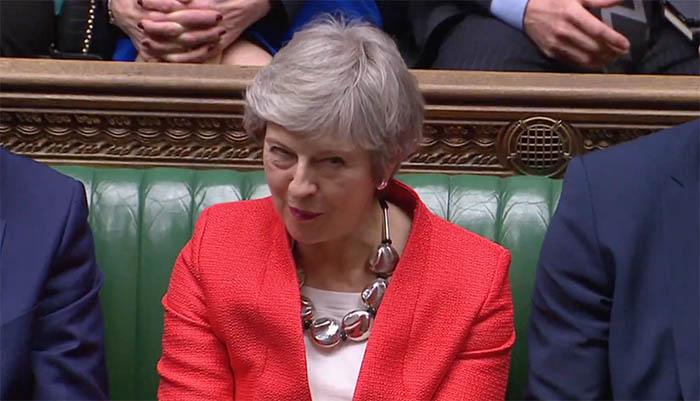 Theresa May en los Comunes