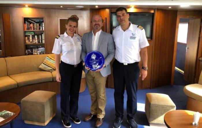 A bordo del barco se realizó el intercambio de regalos