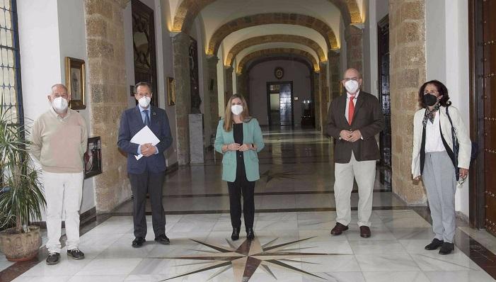 Responsables sindicales, de la CEC y la presidenta de la Diputación. Foto: NG