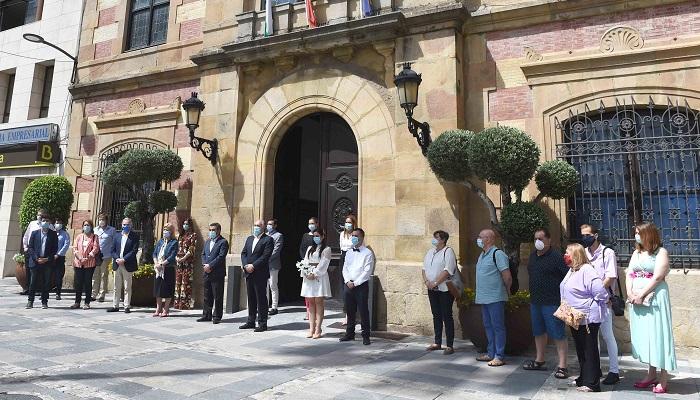 Algeciras guarda silencio por las víctimas del Covid-19