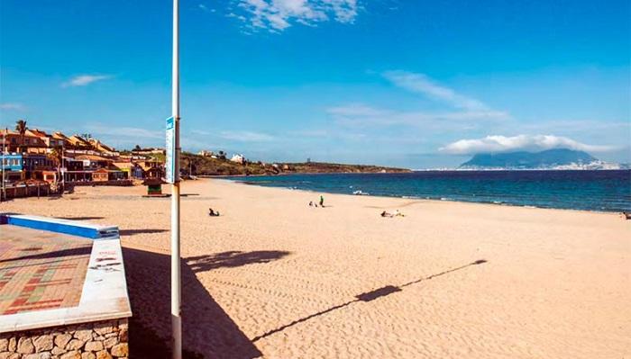 El PSOE reclama un plan de choque para la puesta a punto de las playas