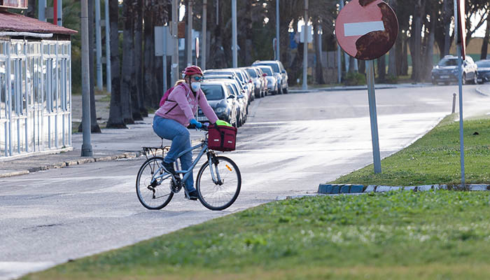 Mujer en bicicleta. Foto Sergio Rodriguez