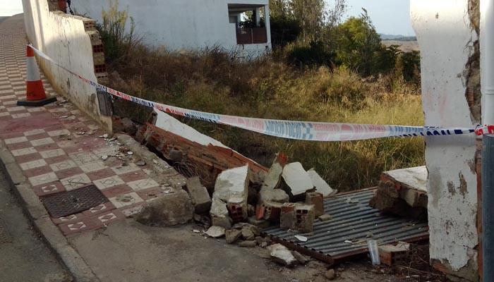 Muro derribado en la calle Olivo