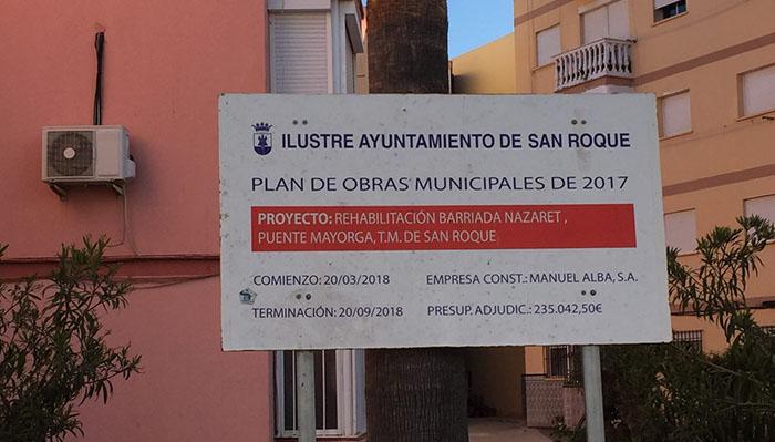 Imagen del cartel de obra en la barriada Nazaret de Puente Mayorga, en San Roque