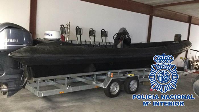 Modelo de embarcación semirrígida, intervenida por la Policía a narcotraficantes