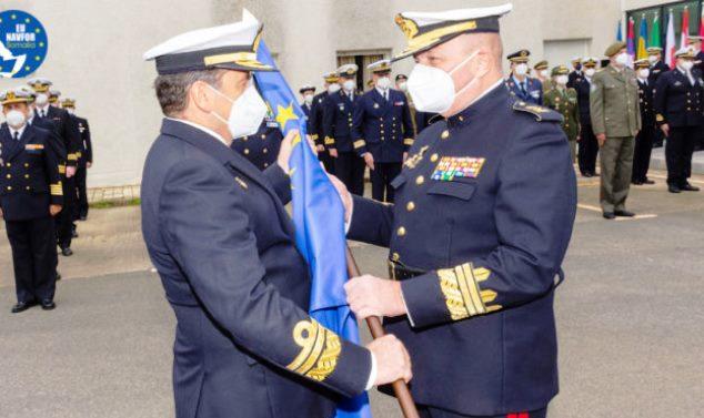 Pie foto: Momento del relevo del general de división Planells por el vicealmirante Díaz del Río Jáudenes. Foto ES OHQ Rota