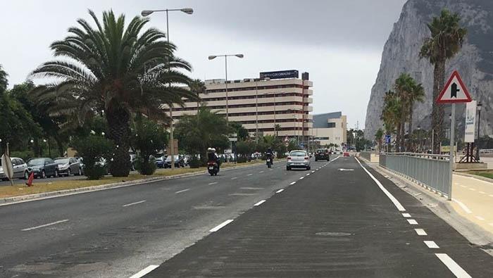 Los taxistas protestan por la posible eliminación de la parada junto a la Verja