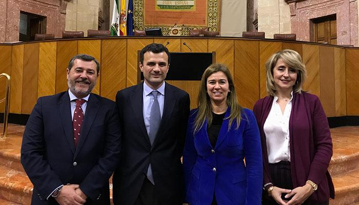 Bruno García y Teresa Ruiz-Sillero, en el centro, junto a Alfonso Candón y Pilar Pintor