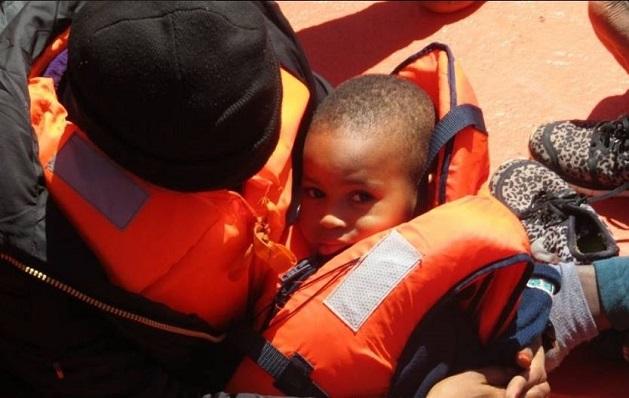 El menor de edad rescatado, junto a su madre
