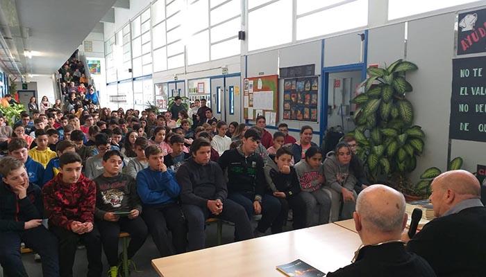 El salón de actos estaba repleto para escuchar las palabras de Patricio González